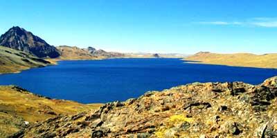 Горное озеро в Перуанских Андах